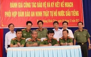 Ký kết kế hoạch phối hợp đảm bảo an ninh chính trị, trật tự an toàn xã hội hồ nước Dầu Tiếng