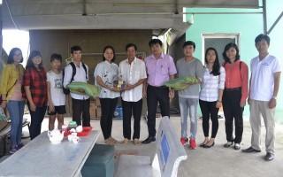 Thăm, tặng quà cho gia đình anh Dương Quốc Hữu