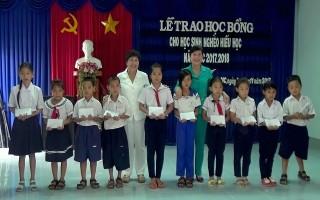 Trao học bổng cho học sinh huyện Dương Minh Châu