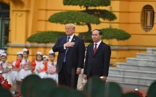 Chùm ảnh: Chủ tịch nước đón, hội đàm, họp báo chung với Tổng thống Donald Trump