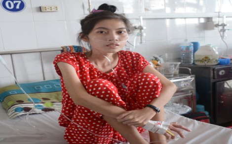 Cảm thương cô nữ sinh nghèo, bệnh nặng
