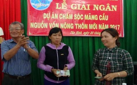Trao vốn sản xuất cho phụ nữ nông thôn phát triển kinh tế