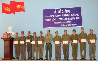 Bế giảng lớp Trung cấp nghiệp vụ Trưởng Công an xã