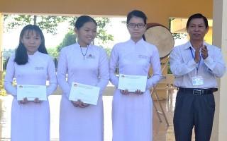 Báo Tây Ninh: Trao học bổng cho học sinh vượt khó học tốt