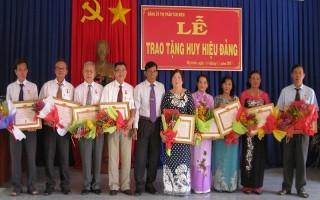 Tân Biên: Trao tặng huy hiệu Đảng cho 10 đảng viên lão thành