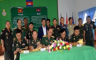 Bộ CHQS Tây Ninh: Tổng kết công tác phối hợp hoạt động với các Tiểu khu quân sự kết nghĩa thuộc Vương quốc Campuchia
