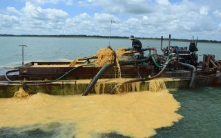 Bắt giữ 2 tàu hút cát lậu trong lòng hồ Dầu Tiếng
