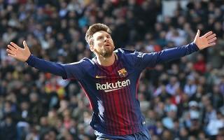 Messi thắng thuyết phục Ronaldo