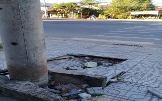 Sụt lún ở chân trụ điện trên đường Ðiện Biên Phủ