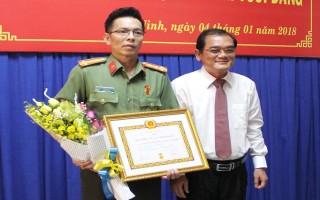 Trao huy hiệu 30 năm tuổi Đảng cho Giám đốc Công an tỉnh Tây Ninh