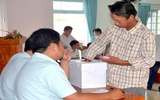 Bốc thăm chọn lô trong Chợ hoa Tết thành phố Tây Ninh