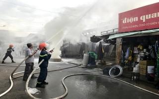 Diễn tập phương án chữa cháy tại chợ Thành phố Tây Ninh
