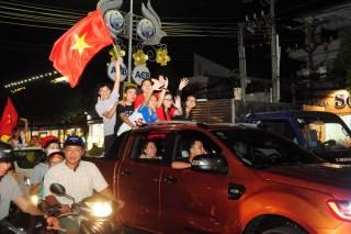 Người hâm mộ ở Tây Ninh xuống đường mừng chiến thắng của U23 Việt Nam