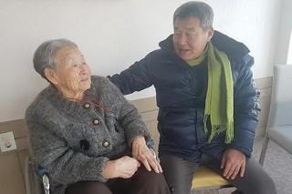 Mẹ HLV Park Hang Seo khóc nghẹn, muốn gặp con trai