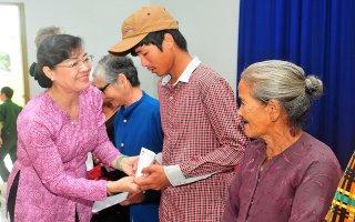 Lãnh đạo TP.Hồ Chí Minh tặng quà Tết cho người dân Tây Ninh