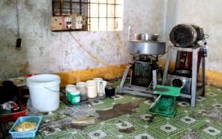 Niêm phong một cơ sở sản xuất chả lụa ở Tân Biên