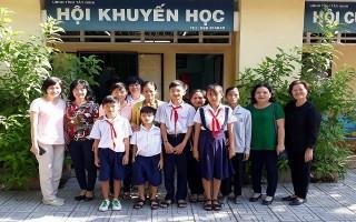 Trao học bổng Lá Non cho học sinh Tây Ninh