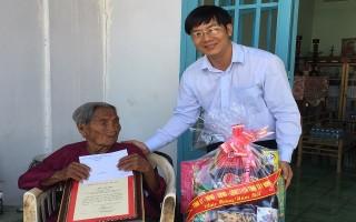 Chủ tịch HĐND tỉnh chúc thọ người cao tuổi