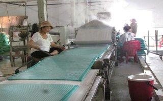 Nhiều hộ sản xuất bánh tráng hiệu quả