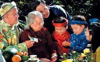 Tết là đoàn viên, sum họp gia đình và báo hiếu cha mẹ