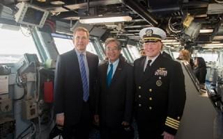Đại sứ Phạm Quang Vinh thăm tàu sân bay Mỹ