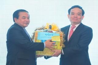 Ấm tình hữu nghị Việt Nam – Campuchia