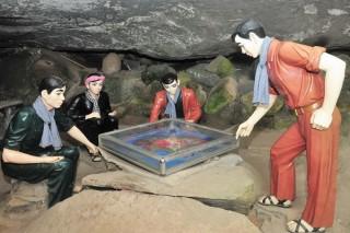 Một thời rực lửa động Kim Quang
