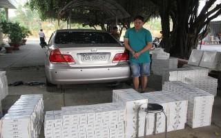 Bắt đối tượng vận chuyển hơn 15.000 bao thuốc lá lậu