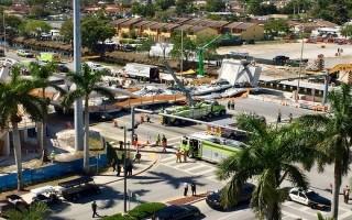 Mỹ: Sập cầu ở bang Florida, nhiều người thương vong