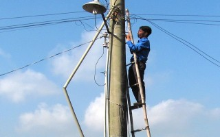 Lắp đặt hệ thống đèn chiếu sáng ở xã Tân Bình