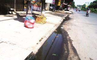 Rửa xe làm mất vệ sinh đường phố