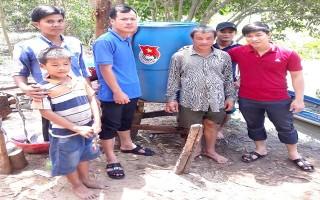 Xã đoàn Lợi Thuận: Lắp đặt hệ thống bồn lọc nước nhiễm phèn tặng người nghèo
