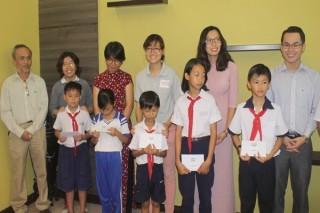 """""""Teach For Vietnam"""" trao học bổng cho học sinh Tây Ninh"""