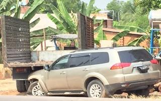 Hoà Thành: Lạc tay lái, ô tô húc đổ dải phân cách