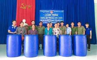Tặng hệ thống lọc nước cho hộ nghèo ở Trảng Bàng