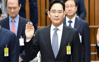 Người thừa kế Samsung quay trở lại với ghế nóng quyền lực