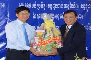 Chúc Tết cổ truyền dân tộc Khmer tại Prey Veng và Tbong Khmum (Campuchia)