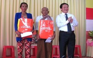 Phó Chủ tịch UB.TƯ MTTQ Việt Nam chúc Tết cổ truyền đồng bào dân tộc Khmer xã Thạnh Tân