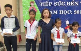 Công ty TNHH Đức Thành: Trao học bổng cho học sinh Trảng Bàng