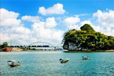 Tự hào với truyền thống quê hương ra sức xây dựng Ninh Bình ngày càng giàu đẹp