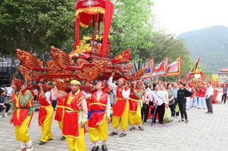 Đặc sắc các hoạt động văn hóa, thể thao truyền thống tại lễ hội Hoa Lư