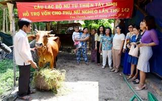 CLB Phụ nữ từ thiện Tây Ninh trao vốn hỗ trợ phụ nữ nghèo Tân Châu