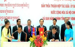 Ký kết thoả thuận hợp tác với tỉnh Prey Veng * Campuchia trao tặng Huân chương hữu nghị cho lãnh đạo tỉnh Tây Ninh.