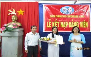 Một học sinh lớp 12 được kết nạp Đảng