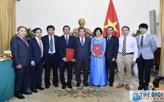Thứ trưởng Vũ Hồng Nam trao quyết định bổ nhiệm, điều động cán bộ lãnh đạo cấp Vụ