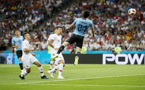 Uruguay - Bồ Đào Nha 2-1: Ronaldo theo bước Messi về nước sớm