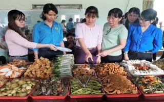 """Xã Phước Ninh: Khai trương bếp ăn """"Cơm trưa nghĩa tình"""""""