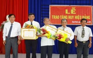 Trao huy hiệu đảng cho đảng viên Gò Dầu, Châu Thành, Bến Cầu