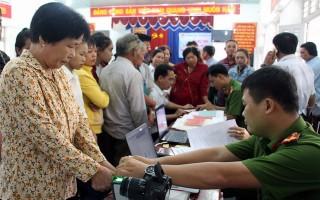 Cấp, đổi thẻ căn cước công dân cho người dân xã Tân Đông