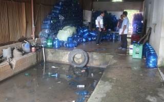 Kiểm tra bếp ăn tập thể và cơ sở sản xuất nước uống
